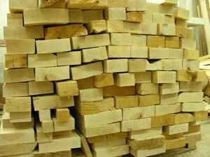 Holzplanken - Die Ausgangsbasis für eine Badewanne aus Holz