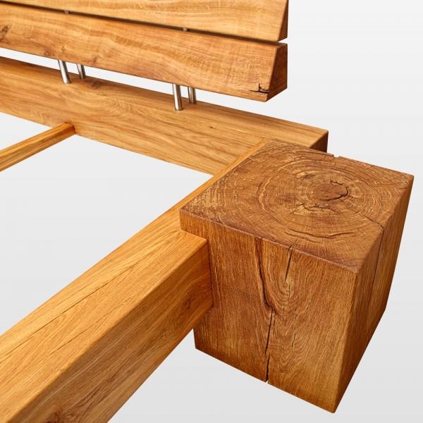 seitlich und oben hervorstehende beine f r das balkenbett. Black Bedroom Furniture Sets. Home Design Ideas