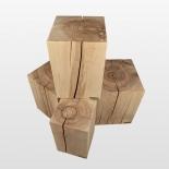 Tabouret en bois naturel avec de beaux anneaux annuels