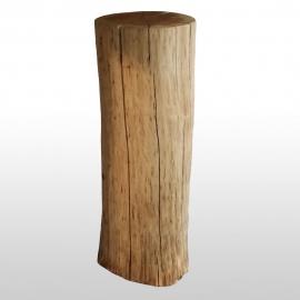 Colonne en bois d'un tronc d'arbre