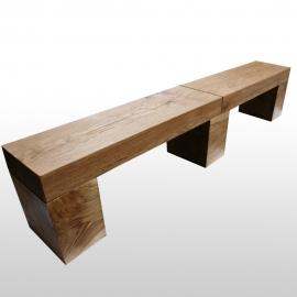 Sitzbank mit Holzbalken